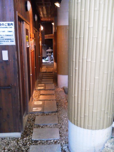 鳥羽の温泉宿「戸田家」のお風呂前の小路