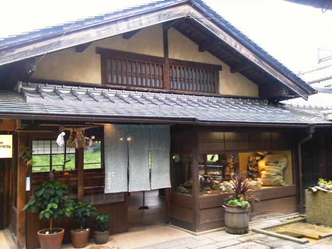 伊勢神宮前おはらい町五十鈴川カフェ入口