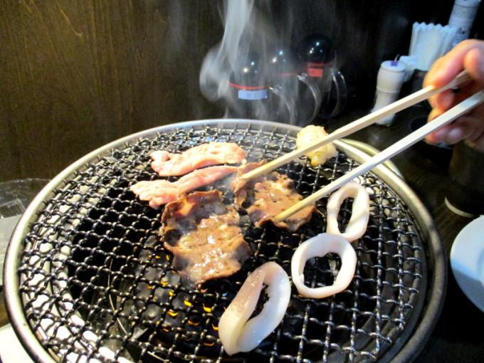 焼肉の藤増の肉&イカ焼き