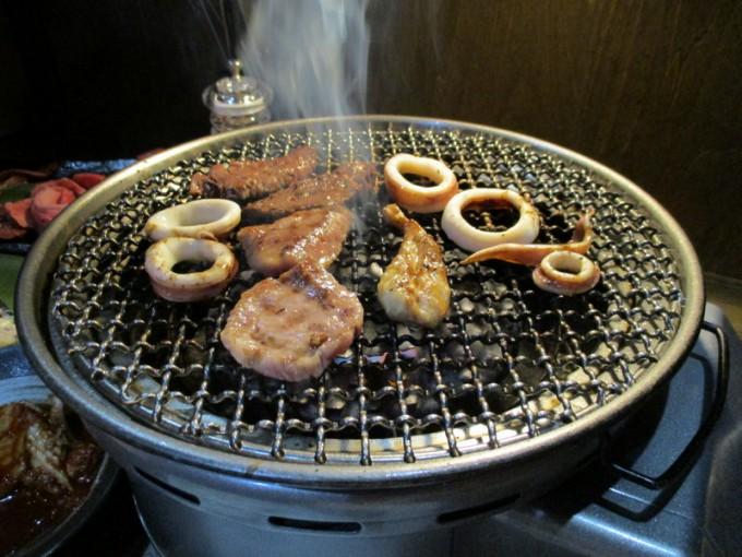焼肉の藤増の高級カルビとイカ